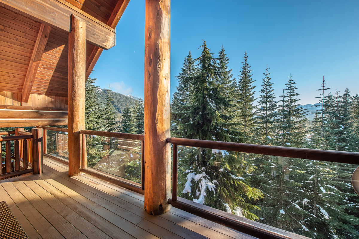 Custom Mountain Log Cabin - Snoqualmie Pass