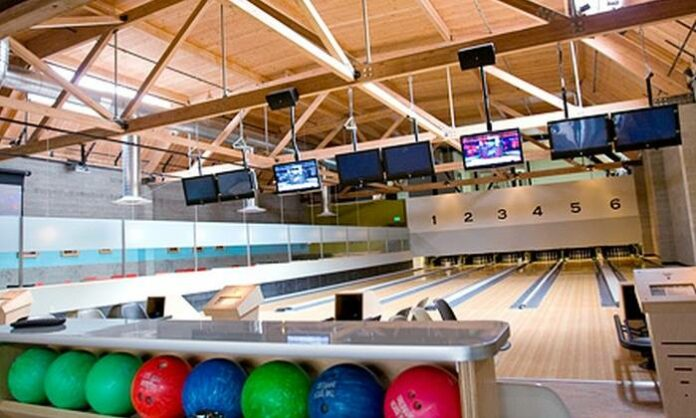Gay People in Seattle go Bowling at Garage Billiards
